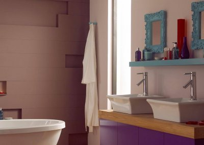 Try regal purple for a grand bathroom